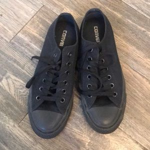 Great condition low top black converse
